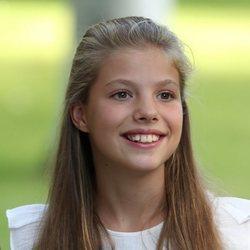 La Infanta Sofía, muy sonriente en su posado de verano en Marivent 2019