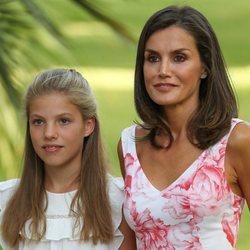 La Reina Letizia y la Infanta Sofía en su posado de verano 2019 en Marivent