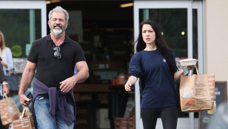 Mel Gibson con su esposa Rosalind Ross en Los Ángeles