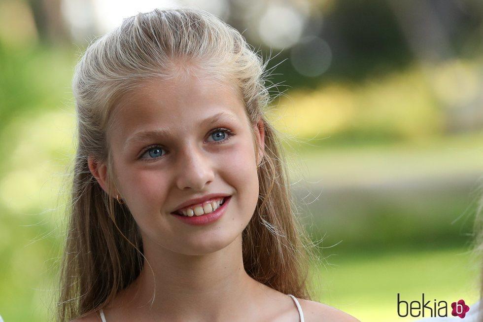 La Princesa Leonor, muy sonriente en su posado de verano 2019 en Marivent