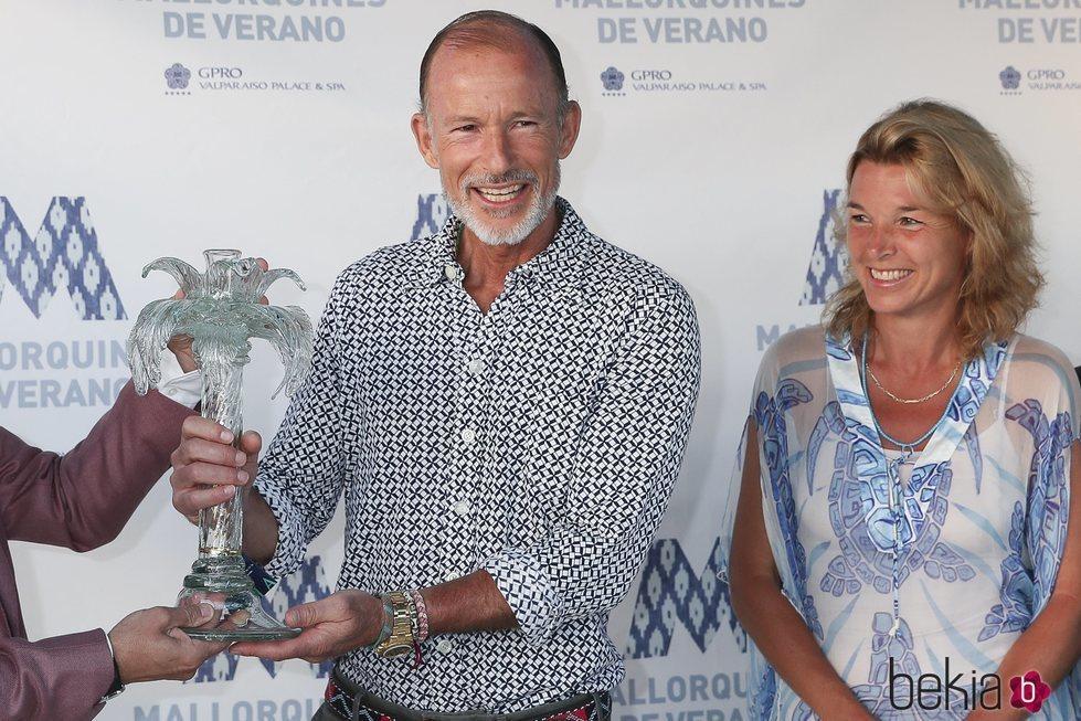 Kyril de Bulgaria con el premio al 'Mallorquín del Año'