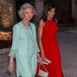 La Reina Letizia y la Reina Sofía, muy cómplices en la recepción del Palacio de la Almudaina en Mallorca del verano 2019