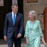 El Rey Felipe con su madre la Reina Sofía en la recepción del Palacio de la Almudaina en Mallorca del verano 2019