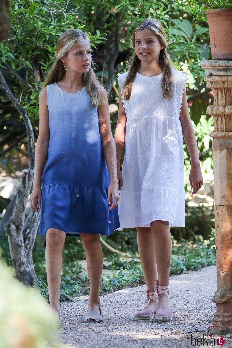 La Princesa Leonor y la Infanta Sofía visitando el Museo Marroig en Mallorca