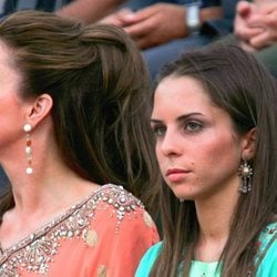 La Reina Noor de Jordania y su hija, la Princesa Iman en la ceremonia de apertura del Festival de la Cultura y el Arte en Amman