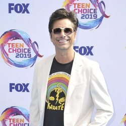 John Stamos en los Teen Choice Awards 2019