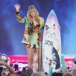 Taylor Swift agradeciendo su galardón de los Teen Choice Awards 2019