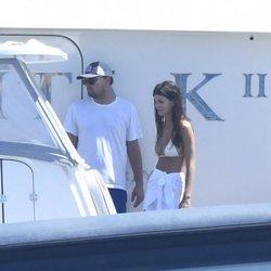 Leonardo DiCaprio con la modelo Camila Morrone en Italia