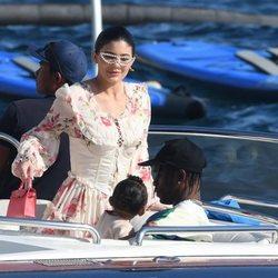 Kylie Jenner y Travis Scott junto a su hija Stormi en las costad del sur de Francia