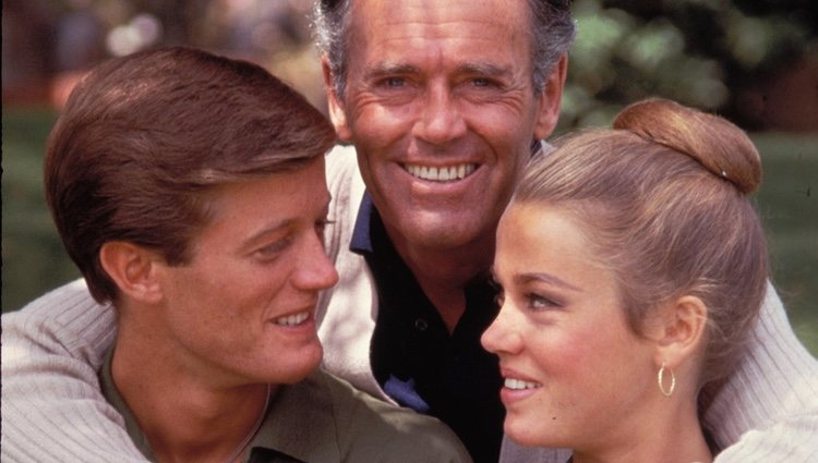 Henry Fonda junto a sus hijos, Peter Fonda y Jane Fonda