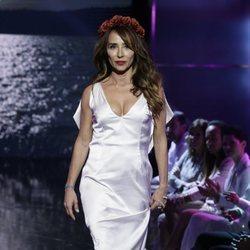 María Patiño desfilando vestida de novia en la Sálvame Fashion Week 2016