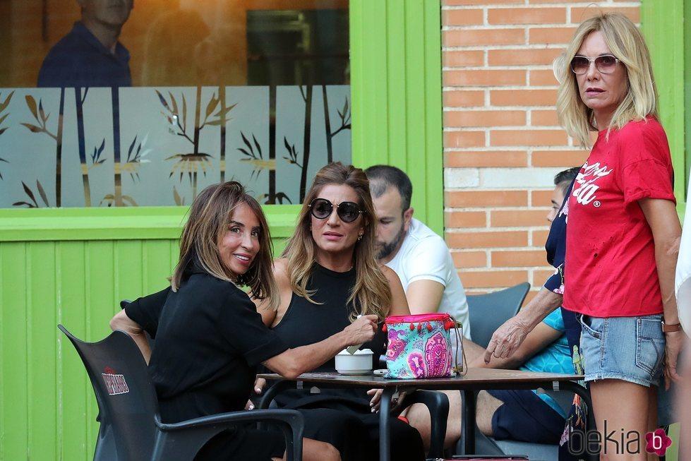 María Patiño, en un bar con Belén Rodríguez y Raquel Bollo