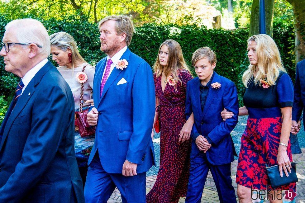 Los Reyes Guillermo y Máxima de Holanda con la Princesa Mabel en el funeral de la Princesa Cristina