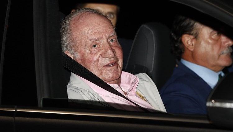 El Rey Juan Carlos entrando al hospital para someterse a una operación de corazón
