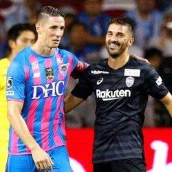 Fernando Torres con David Villa en su último partido antes de retirarse