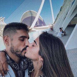 Fabio Colloricchio y Violeta Mangriñán se besan enamorados