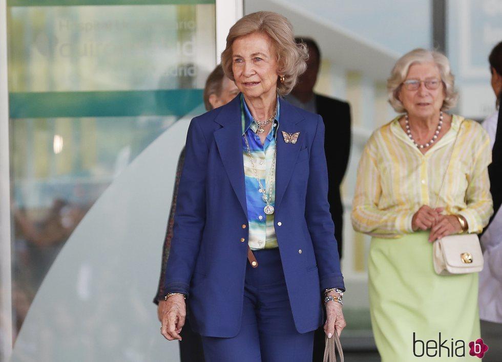 La Reina Sofía acude a visitar al Rey Juan Carlos acompañada de su hermana y su prima Tatiana