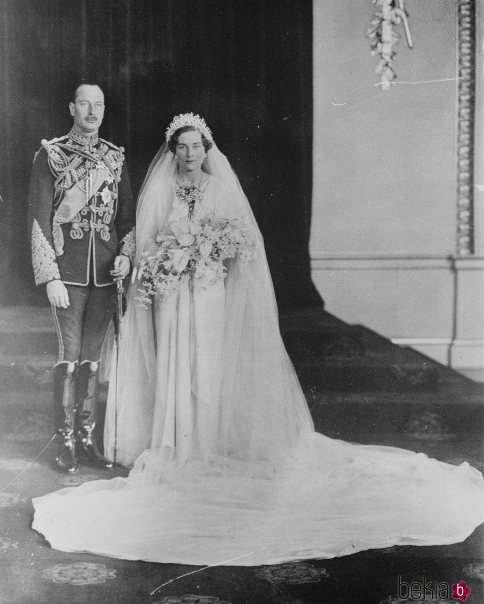 El Príncipe Enrique de Gloucester y Lady Alice Montagu Douglas Scott en su boda