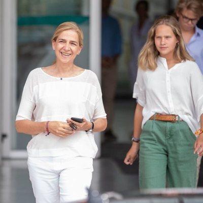 La Infanta Cristina e Irene Urdangarin después de su visita hospitalaria al Rey Juan Carlos