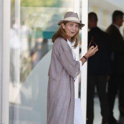 La Infanta Elena visita al Rey Juan Carlos en el hospital tras su operación de corazón