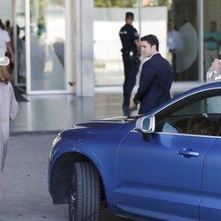 La Infanta Elena y sus hijos Froilán y Victoria visitan al Rey Juan Carlos en el hospital tras su operación de corazón