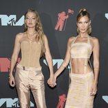 Gigi y Bella Hadid en los MTV VMAs 2019