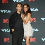 Kevin Jonas y su esposa Danielle Jonas en los MTV VMAs 2019