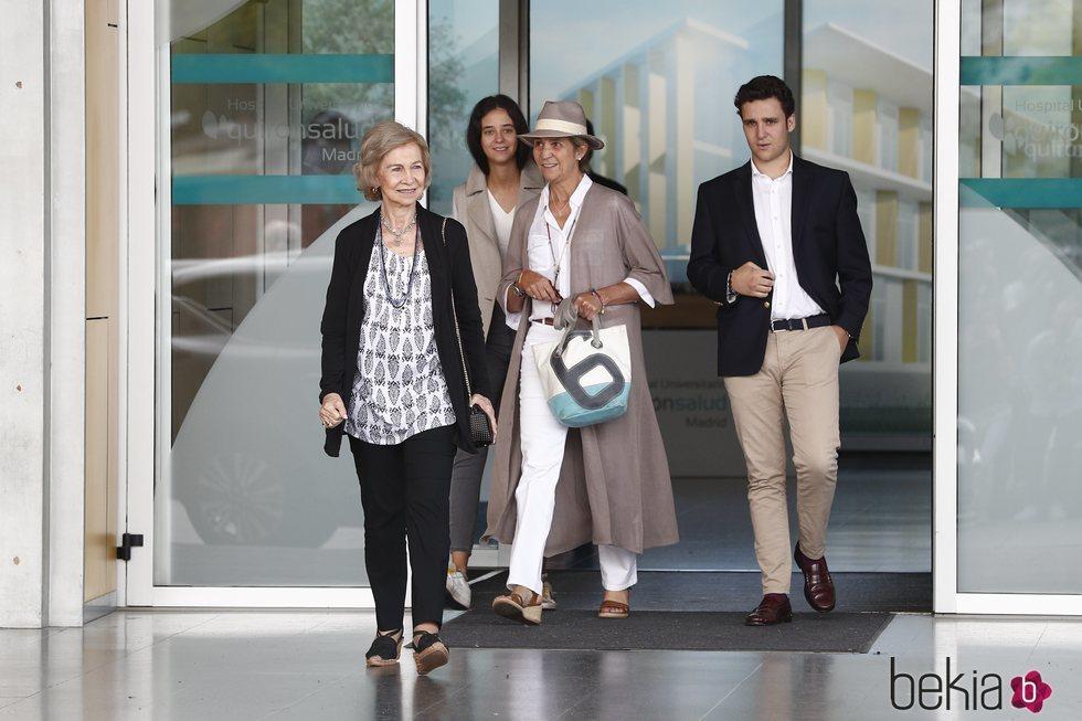 La Reina Sofía, la Infanta Elena, Froilán y Victoria Federica tras visitar al Rey Juan Carlos en el hospital