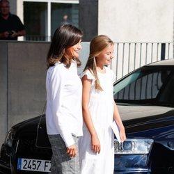 La Reina Letizia y la Infanta Sofía en el hospital para ver al Rey Juan Carlos