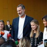 Los Reyes Felipe y Letizia, la Princesa Leonor y la Infanta Sofía ante la prensa tras su visita al Rey Juan Carlos en el hospital