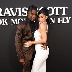 Kylie Jenner y Travis Scott en el estreno de su documental de Netflix
