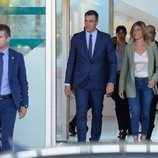 Pedro Sánchez y Begoña Gómez visitan al Rey Juan Carlos en el hospital