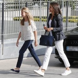La Reina Letizia y la Princesa Leonor visitan al Rey Juan Carlos tras su operación de corazón