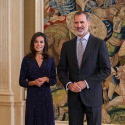Los Reyes Felipe y Letizia, muy sonrientes en su vuelta al trabajo tras las vacaciones