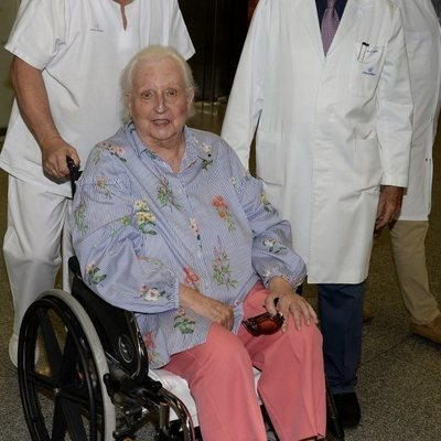La Infanta Pilar tras recibir el alta hospitalaria en Palma