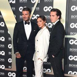Victoria Beckham, David Beckham y Brooking Beckham en los premios GQ 2019