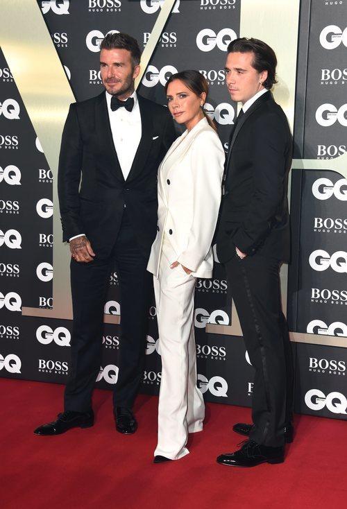 La diseñadora junto a su marido y uno de sus hijos, todos ellos referentes de estilo