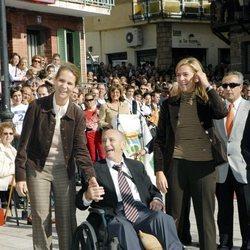 Las Infantas Elena y Cristina en un homenaje a Paco Fernández Ochoa antes de su muerte