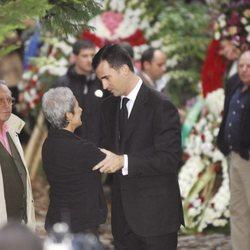 El Rey Felipe VI da el pésame a la mujer de Paco Fernández Ochoa tras su muerte