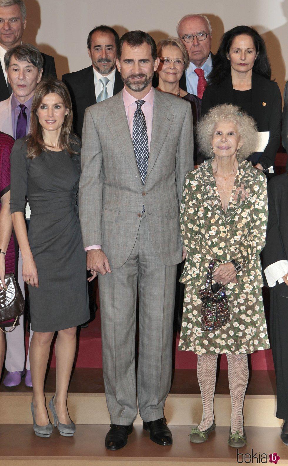 Los Reyes Felipe y Letizia y la Duquesa de Alba en la entrega de las Medallas al Mérito de las Bellas Artes 2010