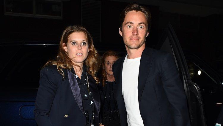 La Princesa Beatriz de York y Edoardo Mapelli Mozzi, de fiesta en Londres