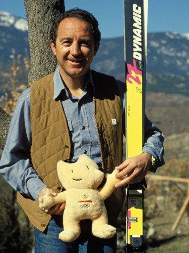Paco Fernández Ochoa con la mascota de los Juegos Olímpicos de Barcelona de 1992