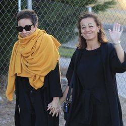 Lola Fernández Ochoa y su hija en el tanatorio de Blanca Fernández Ochoa