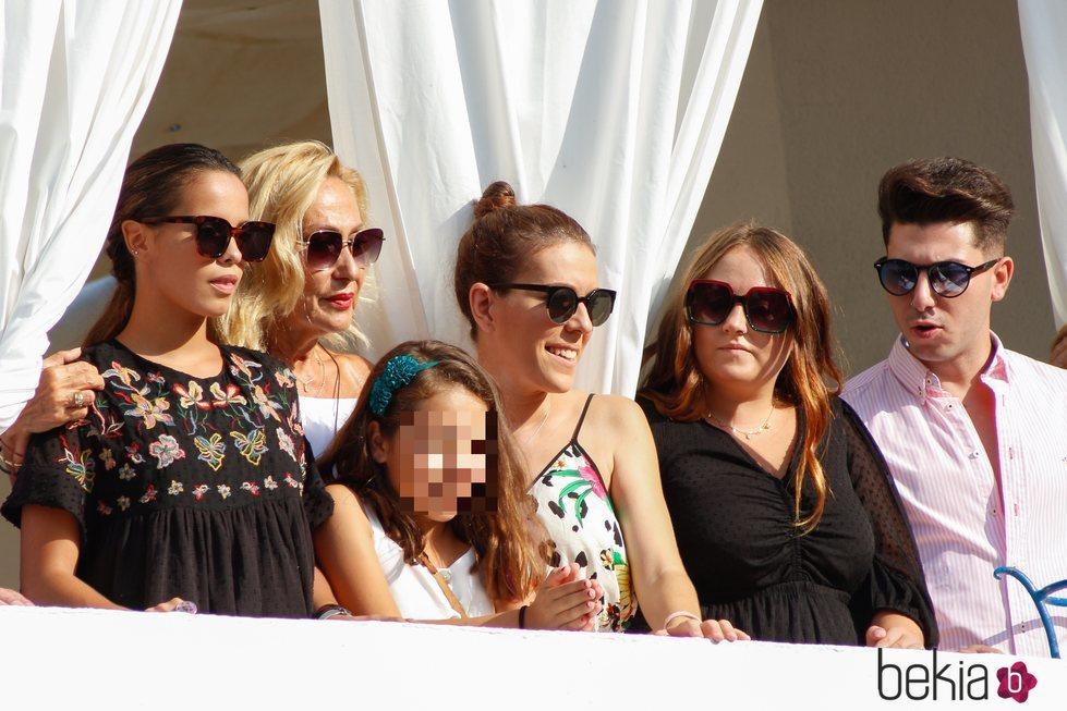 Gloria Camila, Rosa Benito, Rocío Flores y demás familia en la procesión de la Virgen de Regla