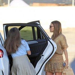 Paula Echevarría llevando a Daniella Bustamante al colegio