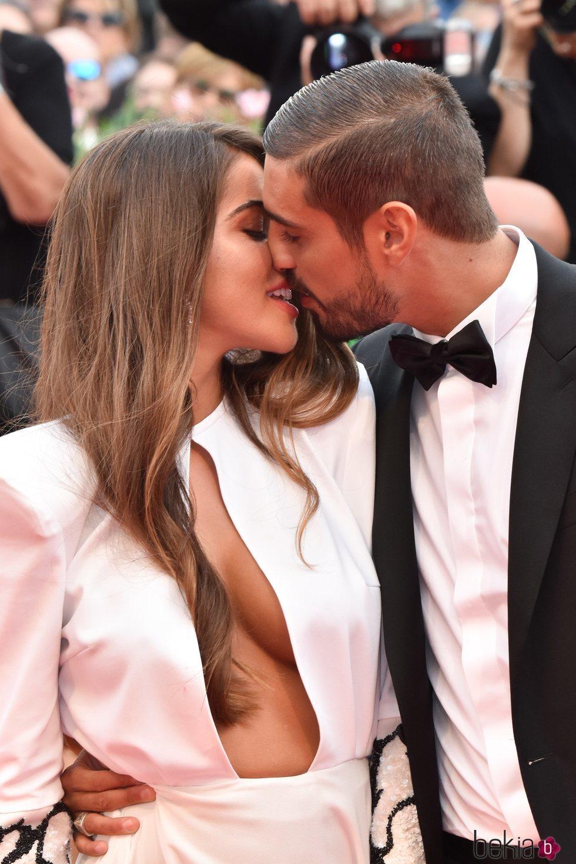 Fabio Colloricchio y Violeta Mangriñán casi besándose en el Festival de Venecia 2019