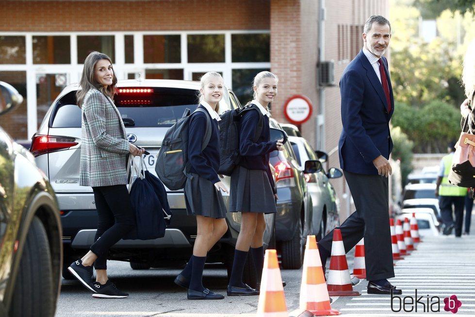 Los Reyes Felipe y Letizia y sus hijas Leonor y Sofía en la vuelta al cole 2019/2020