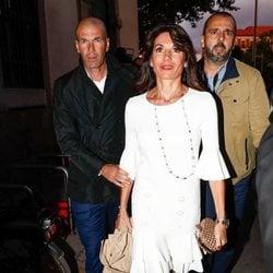 Zinedine Zidane y su mujer en la presentación del documental 'El corazón de Sergio Ramos'