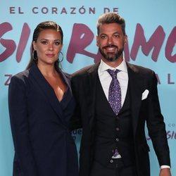 Lorena Gómez y René Ramos en el photocall de la presentación de su documental 'El corazón de Sergio Ramos'