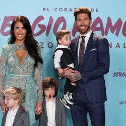 Sergio Ramos y Pilar Rubio con sus hijos en la presentación de 'El corazón de Sergio Ramos'